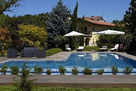 Cascina d'epoca con piscina/tennis - Rumah