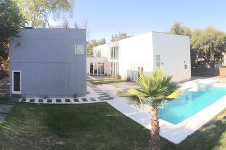 Stunning New 840 SF Guest House Loft With Pool/Spa - Loteng