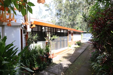 Room type: Entire home/apt Property type: House Accommodates: 3 Bedrooms: 2 Bathrooms: 1