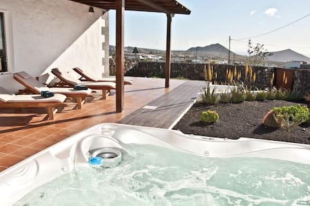 Finca Aloe with Jacuzzi - Teseguite