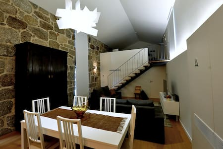 Loft moderno: Casa Tomilho - Estorãos - Vila