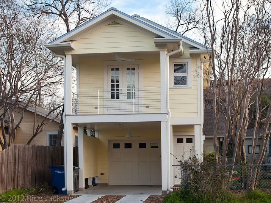 Gallery house studio apartment apartments for rent in austin for Carport apartment