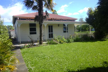 Large family home available - Takaka - Casa