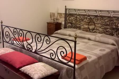 B&B Piccola Corte - A.P. - Centro storico - Ascoli Piceno - Haus