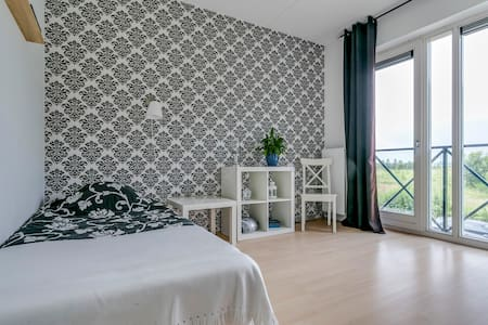 Kamer aan de rand van Assen - Dom