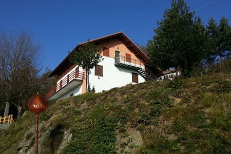 Inland Italian village apartment. 50km from Genoa - Vara Superiore. Urbe