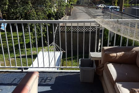 Bluehouse - Double bed in three bedroom share - Vancouver - House