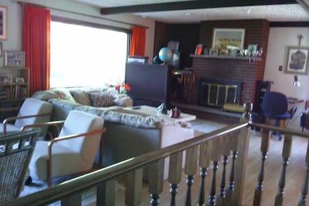 Sunny loft chalet next ❄️ ski hills - House