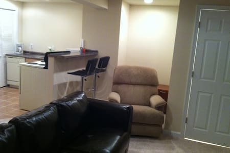 Full Apartment right off H St
