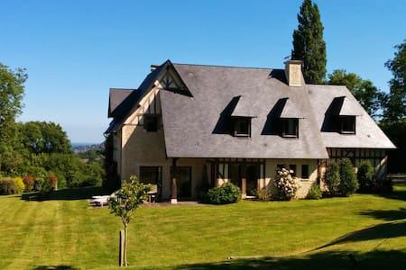Belle maison au milieu des haras - House
