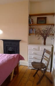 Living Lightly Accommodation-Room 2 - Totnes - Bed & Breakfast