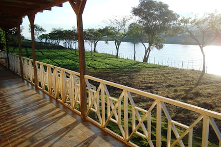 Cabaña frente a lago de Apanas - Hytte