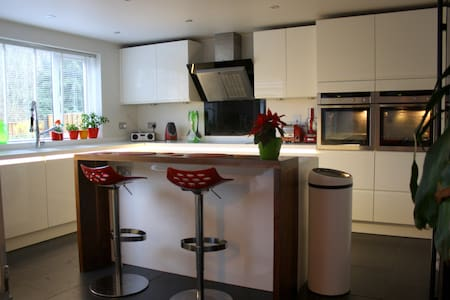 Contemporary home near Cotswolds - Highworth - House