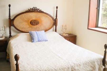 Cozy bedroom near ocean and city center - Figueira da Foz - Bed & Breakfast