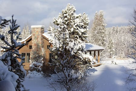 COZY CABIN minutes from entrance to Glacier Park - Coram
