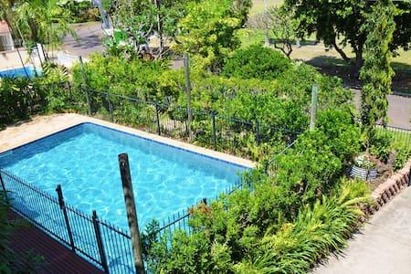 Tropical home in heart of city - Larrakeyah - Casa