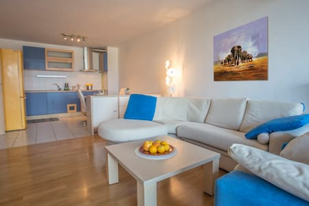 Freshnew,spaceous 1bedrom apartment with large living room,high-class kitchen with beatiful sea,mountain view fits for 4 persons.In the 1st floor with elevator and parking.On slovenian coast in Koper,20km from Portoroz 2km from historic centr and sea
