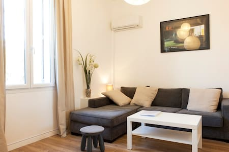 Bright appart.,centre town, 35m2,AC