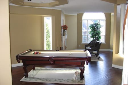 Executive Home available 2 bd rooms