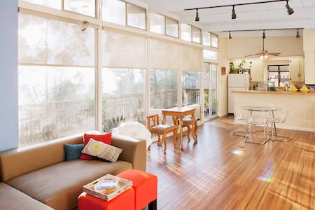 Quirk & Charm on Oakland's Skyline - Hus
