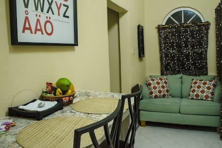 Private, Modern Christ Church Studio Apartment - Oistins - Lakás