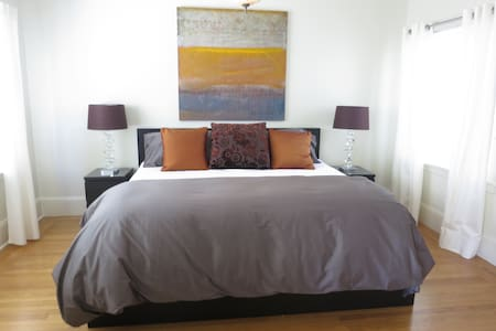 Prime Cow Hollow Location!