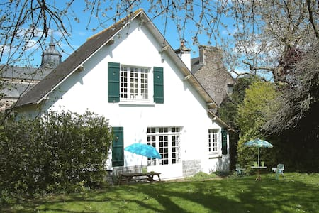 Cottage with large secluded garden in  Brittany - Hus