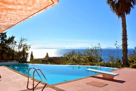 Seaview villa w pool, jacuzzi & bbq - Huis
