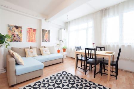 comfy flat  - 아파트