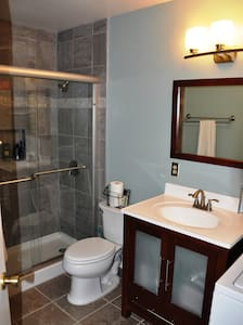 2 BR 2 Bath Condo close to downtown