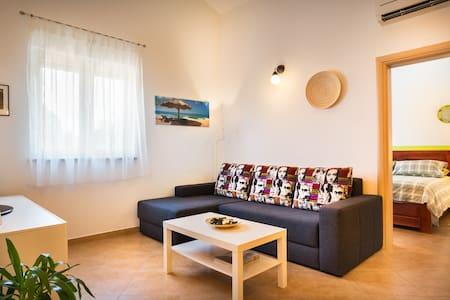 Modern & Comfy 1 b/room Apartment Near Poreč - Poreč - Lejlighed