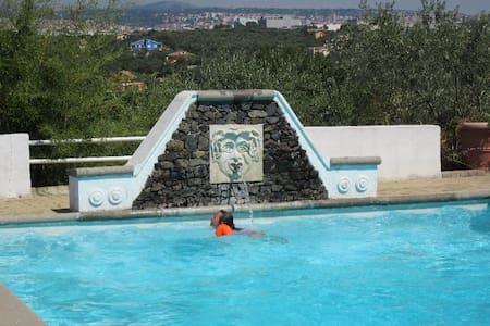 """""""casadellameridiana"""" avec piscine, clim et vue300° - Sassari"""