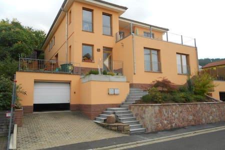 Ruhiges Haus mit toller Aussicht - Apartemen