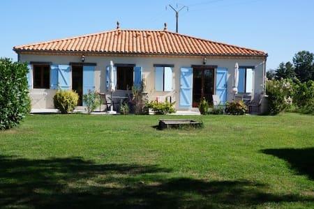 Fransk charme, pool, park, Bordeaux - Maison