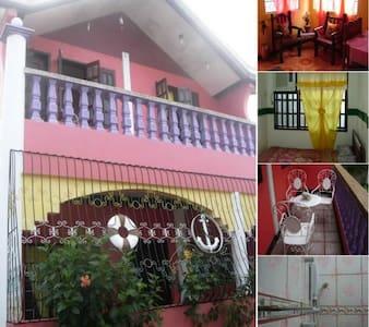 Tipologia alloggio: Intera casa/apt Tipo di alloggio: Appartamento Posti letto: 4 Camere da letto: 2 Bagni: 1
