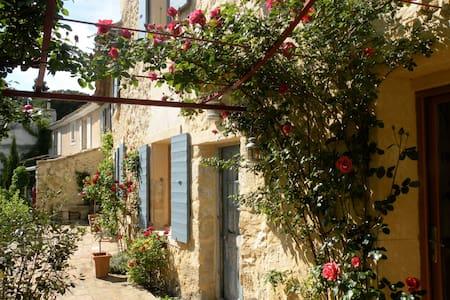 Etage dans maison provençale - Caumont-sur-Durance