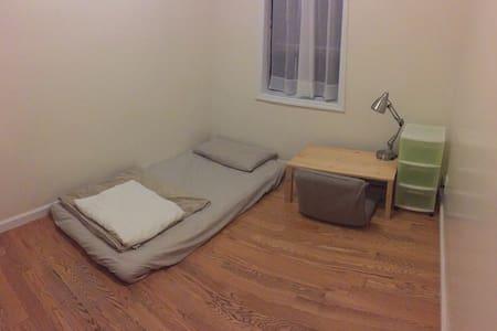 Cozy Private Room 2MIN  to subway 6MIN to Columbia - Apartamento