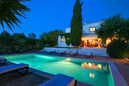 Luxury villa close to beaches - Guia - Villa