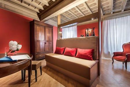 Luxury Renaissance Suite in Rome