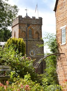 Charming walled garden vicarage  - Bed & Breakfast
