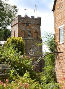 Charming walled garden vicarage  - Moreton pinkney - Bed & Breakfast