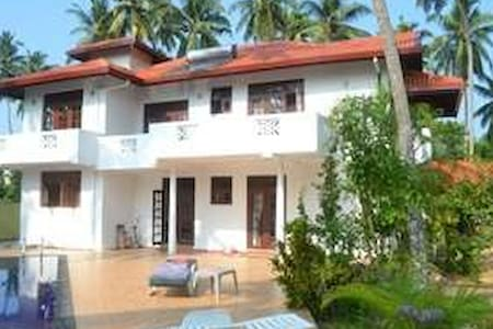 Villa with pool close to beach - Bed & Breakfast