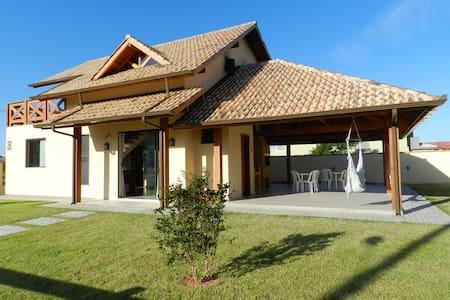 Casa de Praia em Palmas com gramado - Rumah