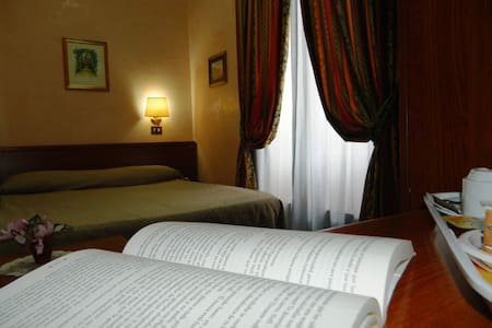 BUONARROTI HOME Single Room - Bed & Breakfast