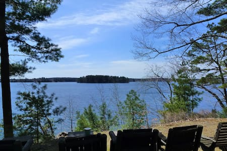 Beautiful & Quiet Lakeside Retreat - Webster