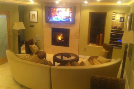 Like a LUXURY HOTEL SUITE minutes 2 SF w/Fireplace - Andere