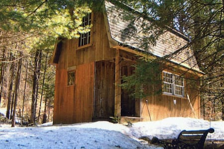 Writer's Retreat in Vermont Woods - Srub