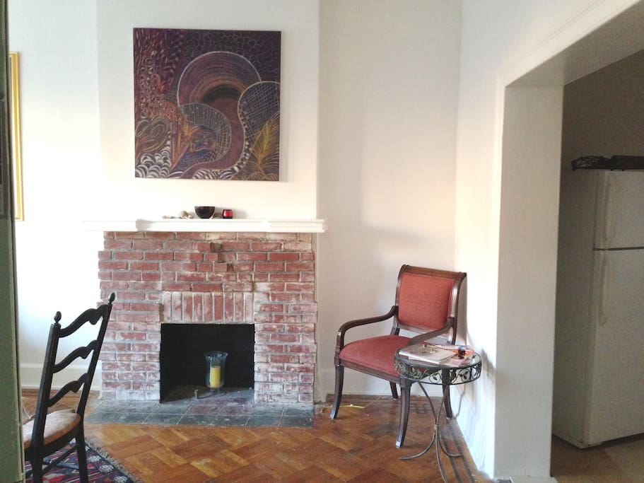 BROWNSTONE - 2 BEDROOM APT
