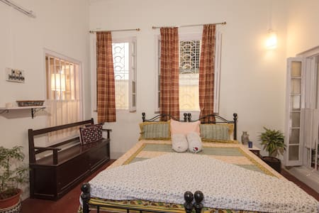 Cozy Oasis In A Yellow Brick House - Kalkutta - Wohnung
