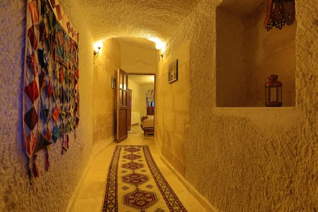 ELYSEE CAVE HOUSE/ FAMILY CAVE ROOM - Bed & Breakfast